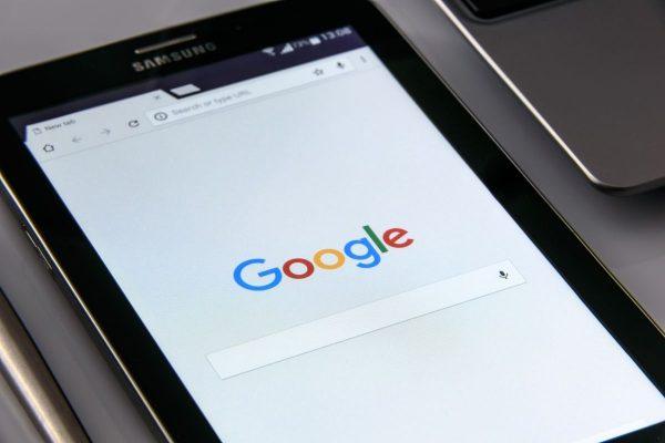 Google Реклама Google несъмнено е сред едни от гигантите в интернет индустрията. Заедно с Facebook, той има едни от най-големите пазарни дял